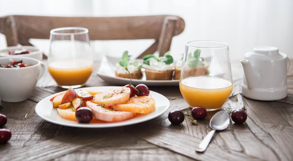 dinner-yoga-breakfast-feature