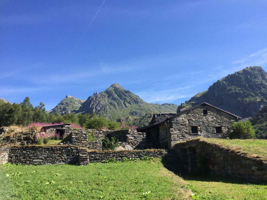 yoga-retreats-holidays-french-alps-hiking-02
