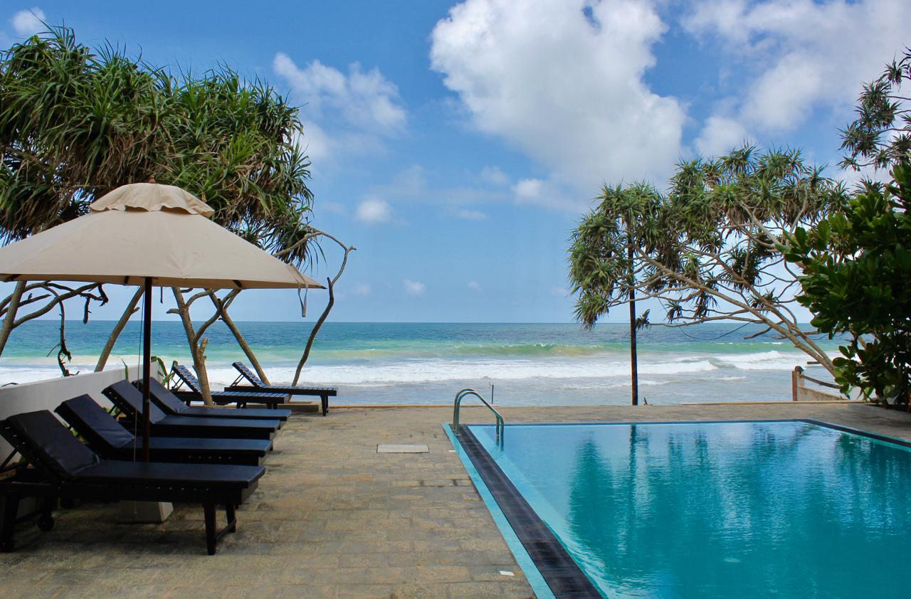 At Ease Beach Hotel Swimmingpool
